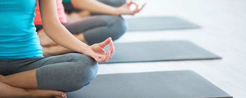 Faire des exercices de sophrologie pour se relaxer